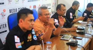 Konferensi Pers bersama anggota KPU Pusat di Media Center KIP Aceh, Banda Aceh, Selasa 2 Agustus 2017. Photo: Afrizal
