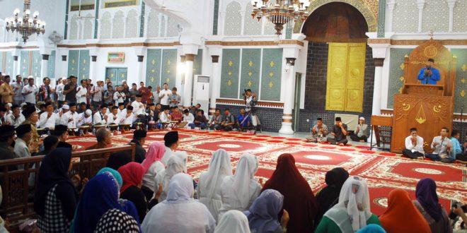 Suasana tes mengaji di Masjid Raya Baiturrahman. [Foto: AW]