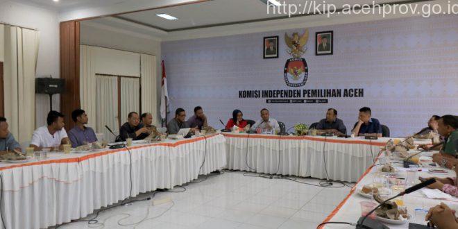 Rapat pembahasan debat kandidat, Selasa 3 Januari 2016. [Hadi | MC KIP Aceh]
