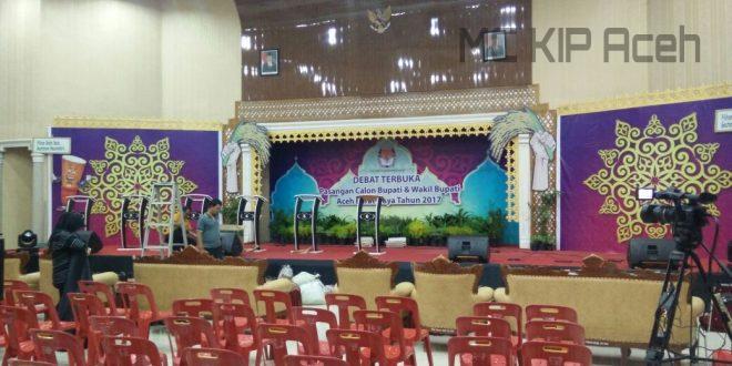 Persiapan panggung debat kandidat | Foto: Dek Mis