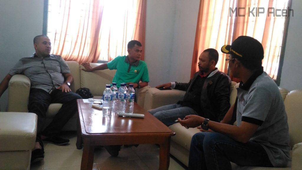 Komisioner KIP Aceh, Hendra Fauzi memantau proses di Nagan Raya