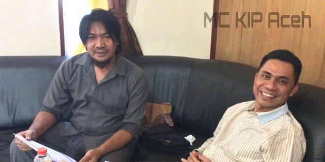 Komisioner KIP Aceh, Robby Syah Putra (Kanan) bersama Ketua KIP Aceh Tenggara