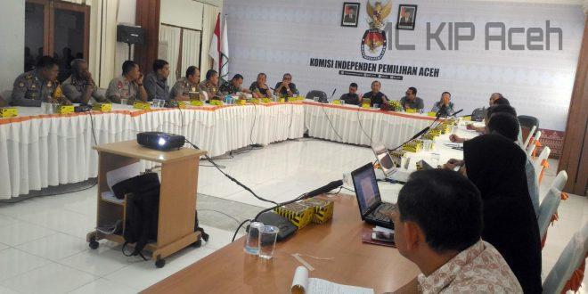 Rapat terkait pengamanan Pleno Rekap Suara di aula KIP Aceh