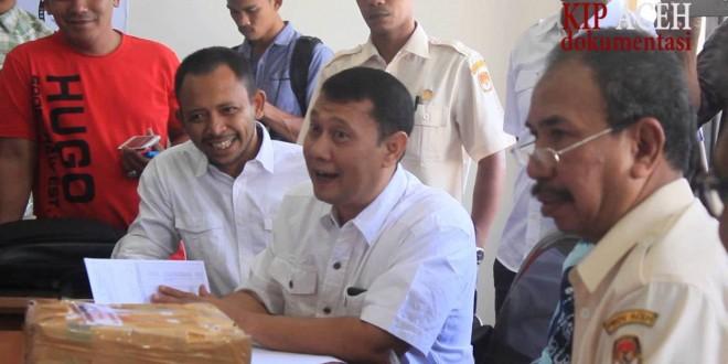 Zakaria Saman Serahkan Dukungan KTP ke KIP Aceh