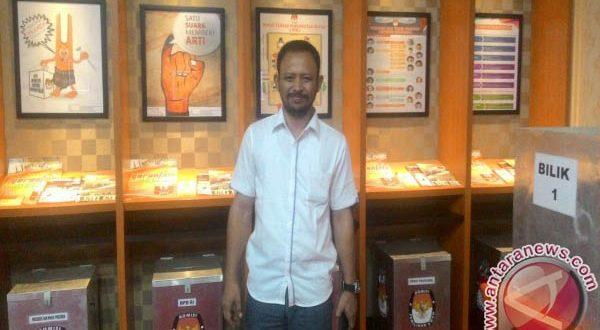 Hendra Fauzi di KPU Gorontalo   Foto: Antara