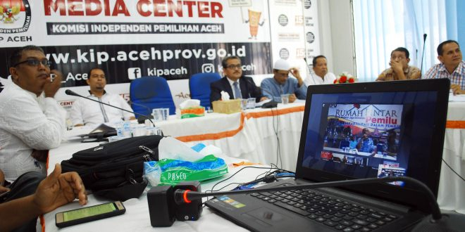 Teleconference di Media Center KIP Aceh. [AW]